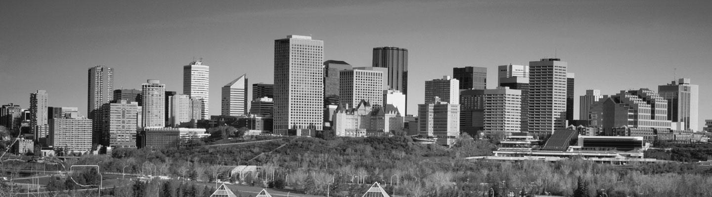 Centre-ville d'Edmonton et grand parc urbain en avant-plan